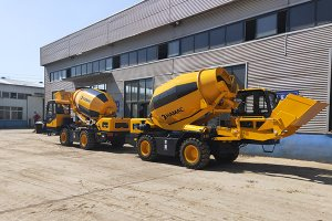 HMC350 self loading concrete mixer in Ecuador