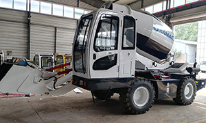 HMC400 Self-loading Concrete Mixer